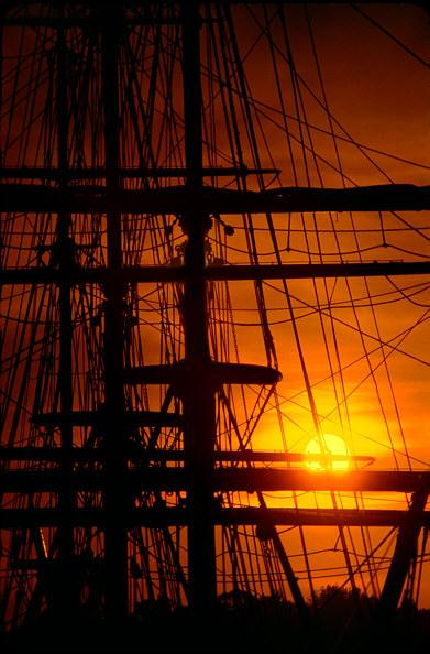 pic boat-sun.jpg